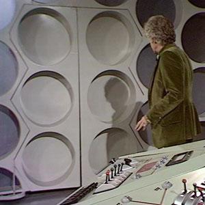 Third Doctors Tardis interior. Console-planet-daleks-4